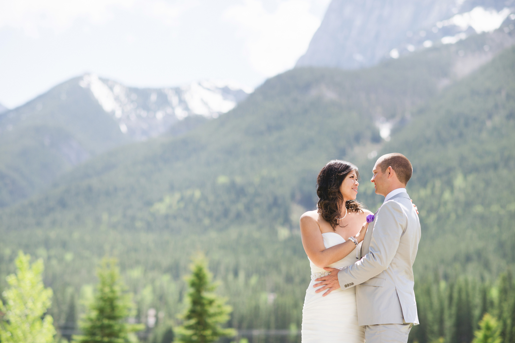 Peggy Amp James A Bear And Bison Country Inn Wedding Sneak Peek Canmore Wedding Photographer